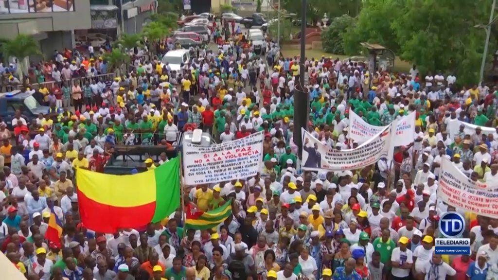 Miles de personas se movilizan en Bata contra el intento mercenario