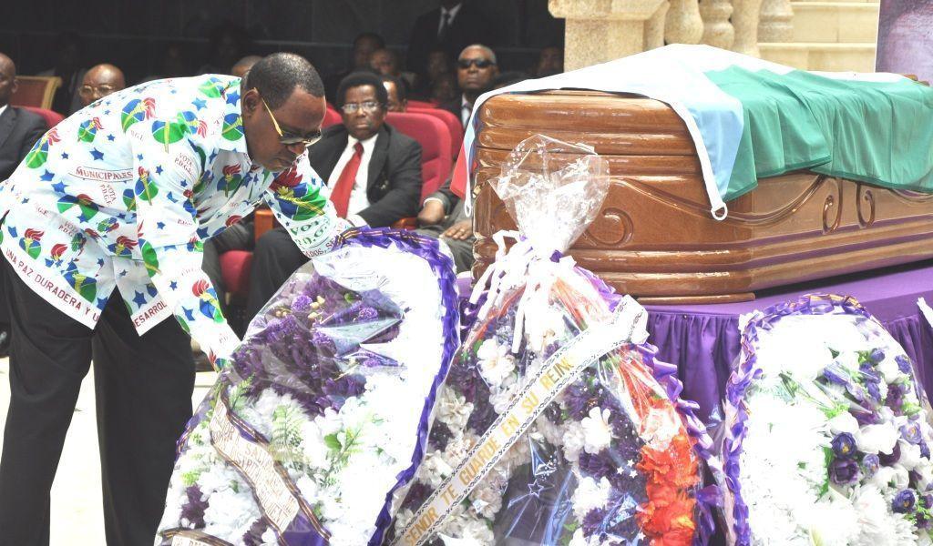 El Secretario General del PDGE asiste al funeral de Salvador Ensema