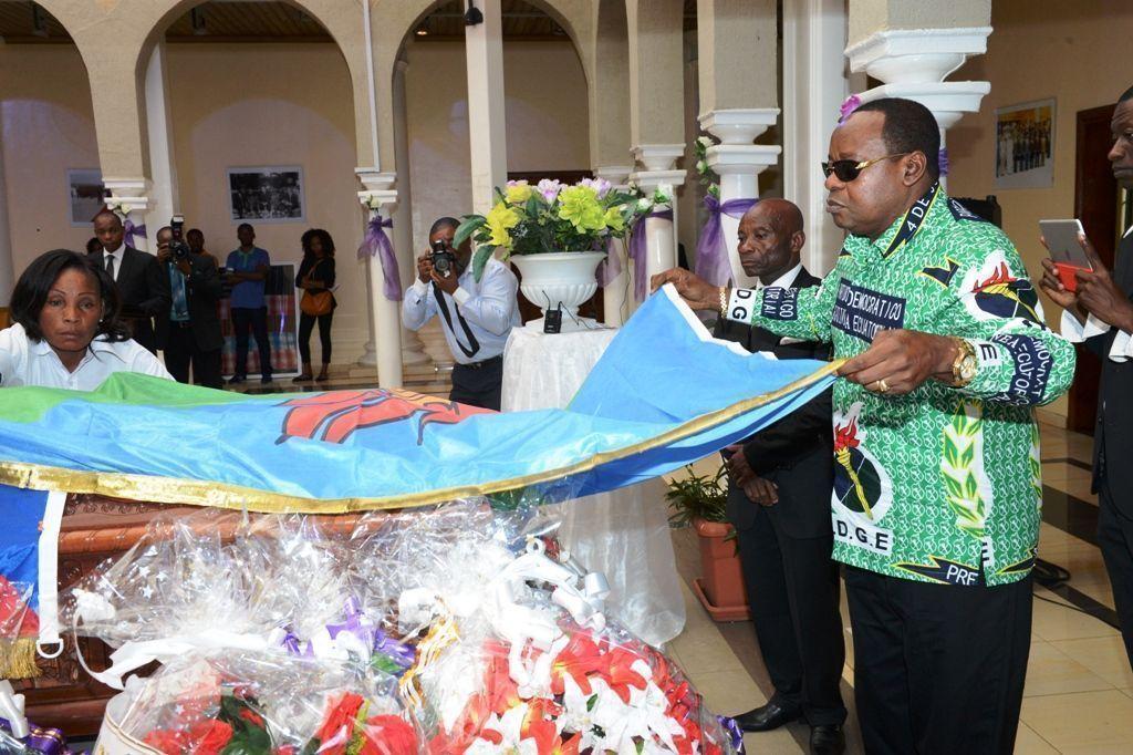 Funerales por Cándido Muatetema