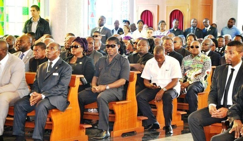 Osa Osa en el entierro de Mama Mbom