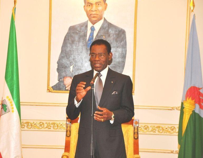 El Presidente firma el Decreto de la Amnistía General