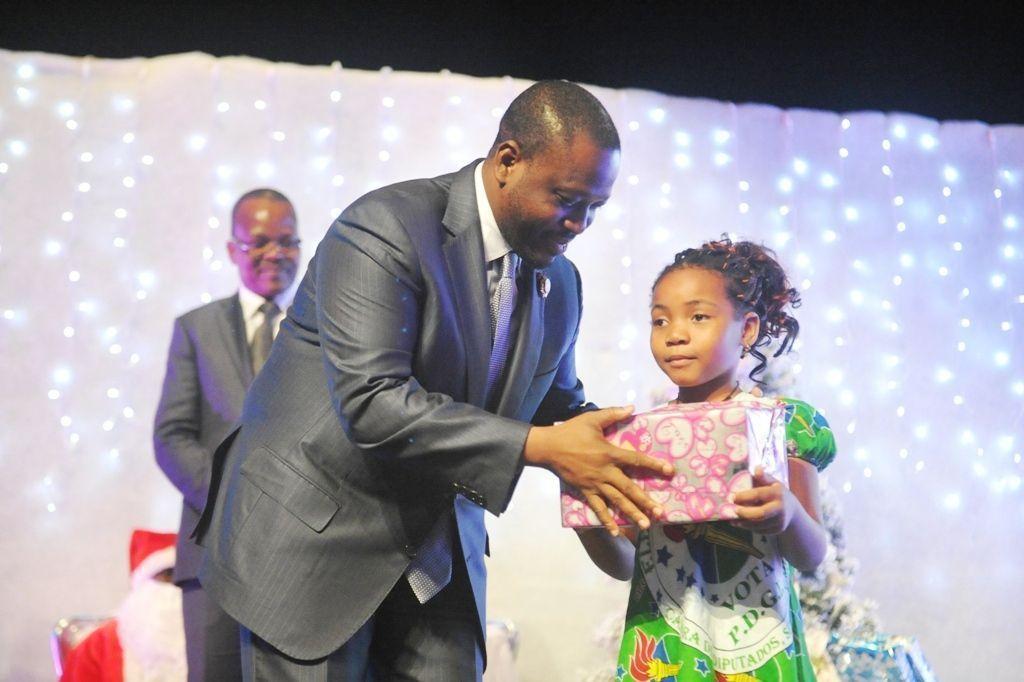 Juguetes también para los niños de Costa de Marfil