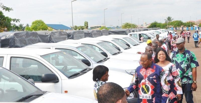 Entrega de vehículos para la gira del PDGE
