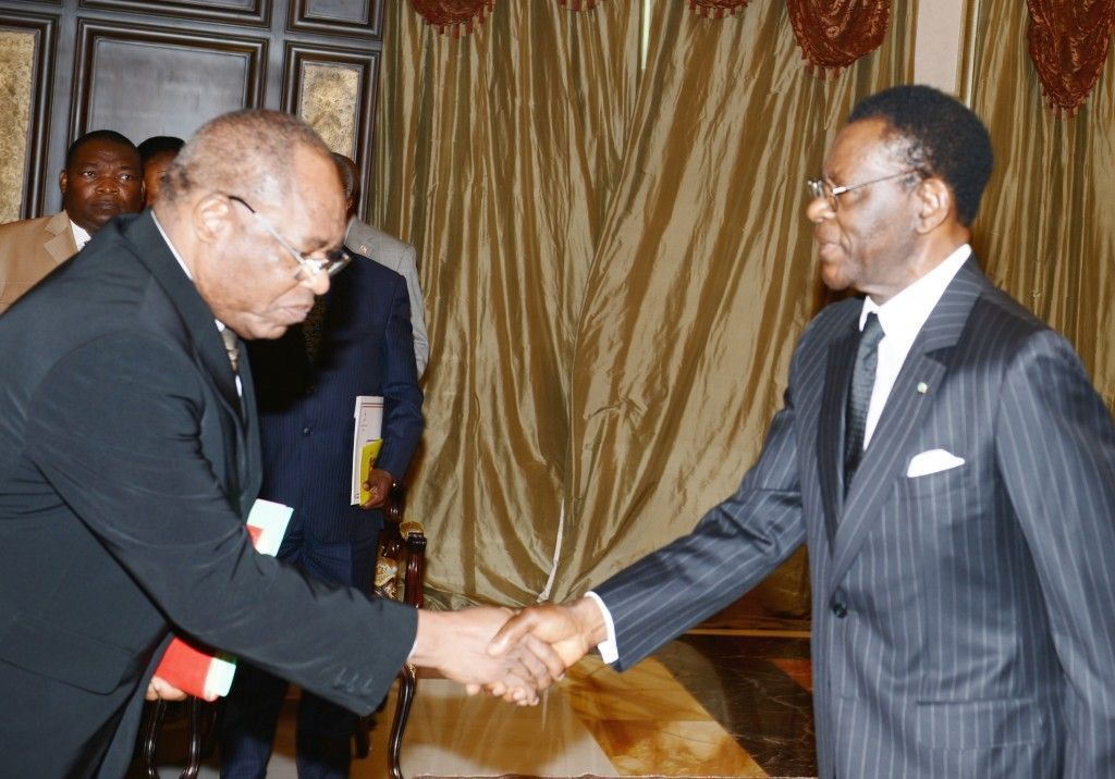 La Junta Nacional Electoral entrega al Presidente reelecto el título como ganador de las elecciones