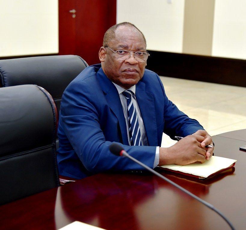 El viceprimer ministro del gobierno y ministro del for Escuchas del ministro del interior