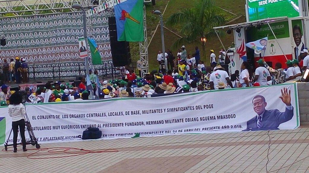 Celebración por la victoria oficial de Obiang Nguema Mbasogo