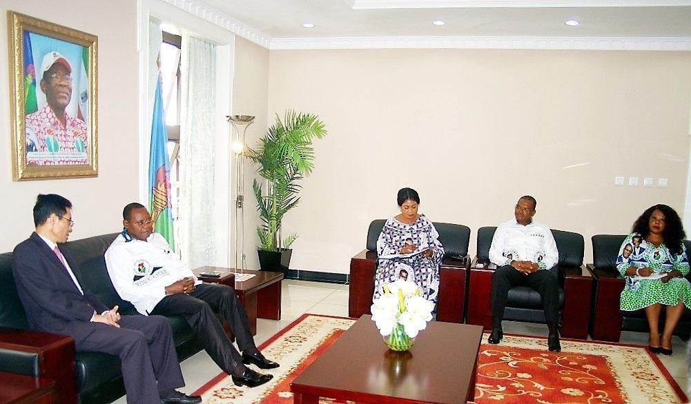 Reunión con el Embajador chino