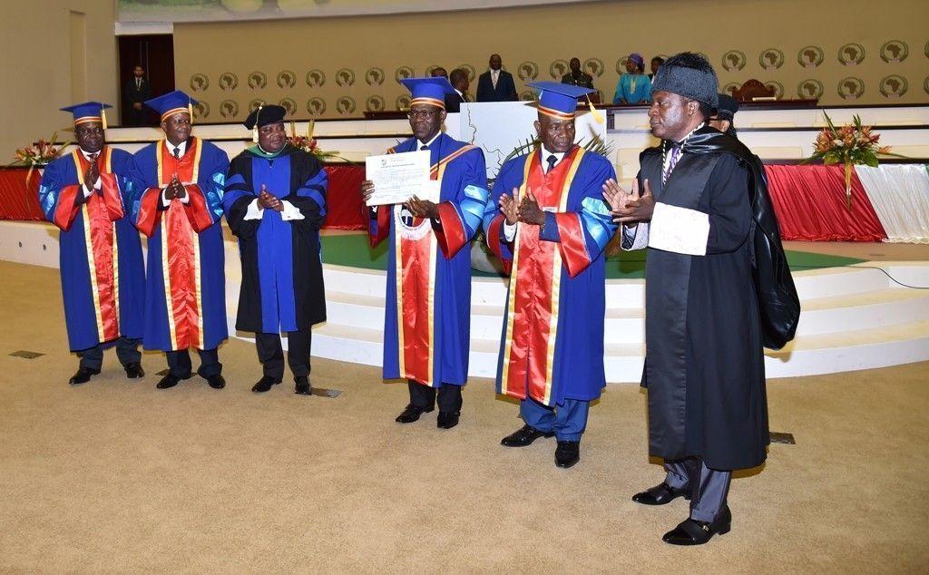 El Presidente recibe el título de Doctor Honoris Causa por la Universidad de Kinshasa