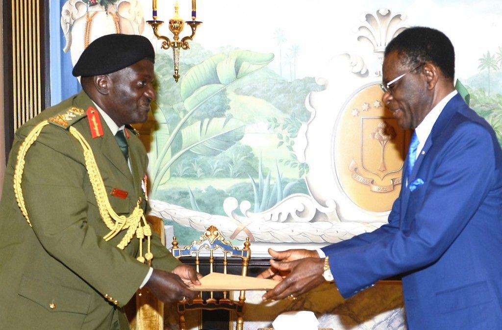El Jefe de las Fuerzas Armadas de Uganda visita al Presidente