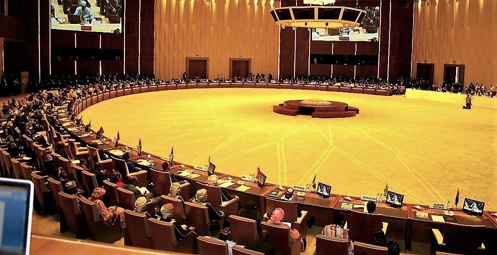 """""""El modelo árabe debe acompañar a la emergencia africana"""", dice el Presidente en la apertura de la IV Cumbre África-Mundo Árabe"""