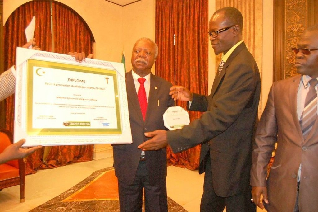 Reconocimiento para Constancia Mangue de Obiang