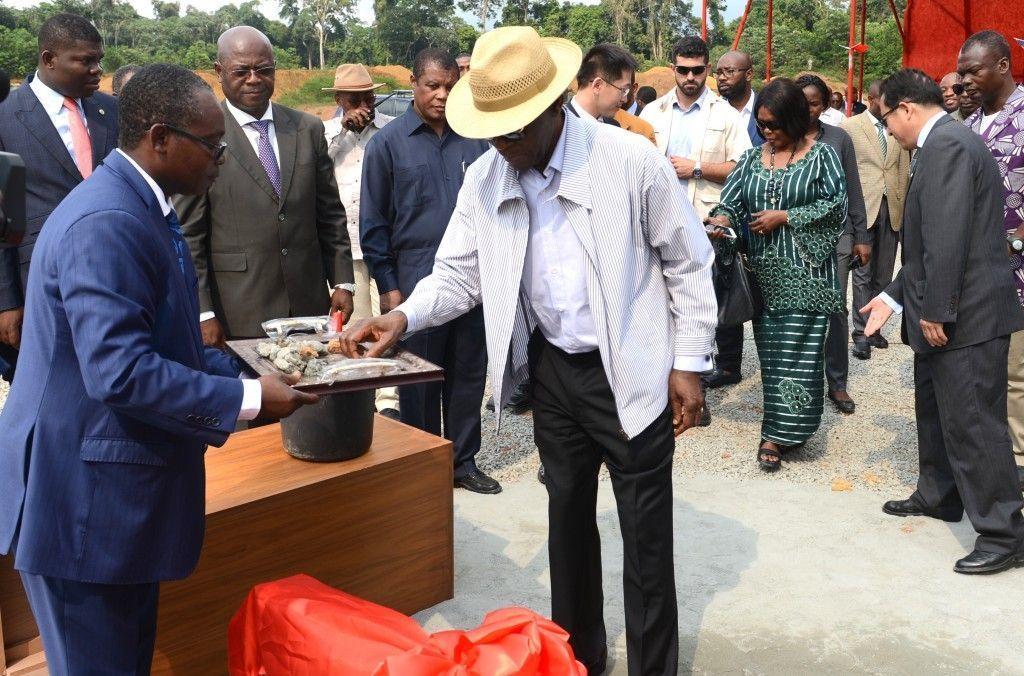 Acto de puesta de la primera piedra de la nueva Escuela Tecnológica Profesional de Djibloho