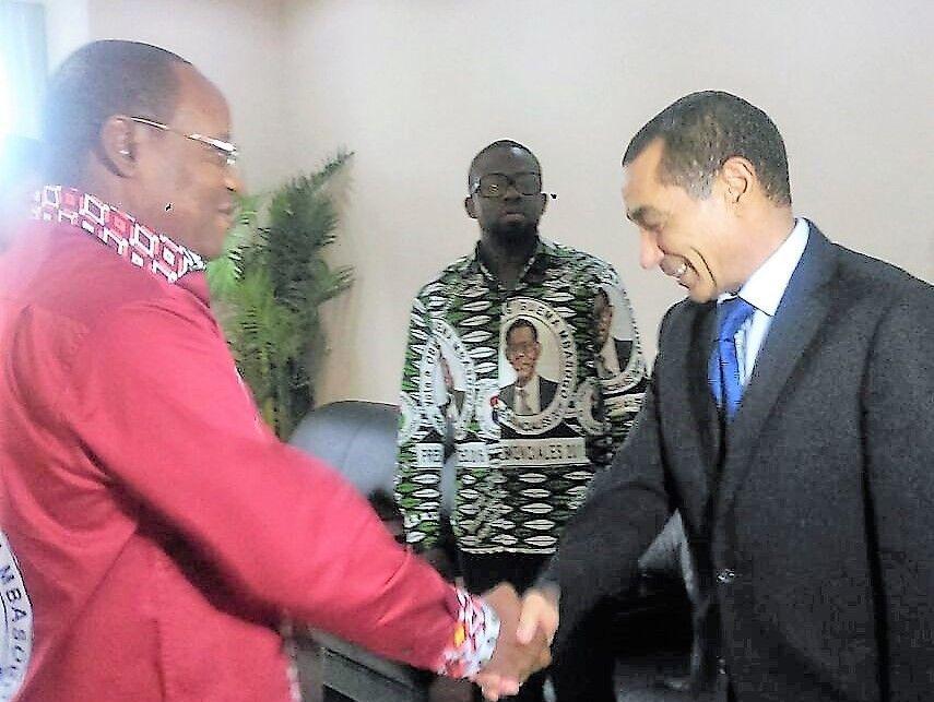 El Embajador de Marruecos recibe la invitación al VI Congreso Nacional del PDGE