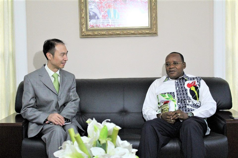 El Secretario General del PDGE recibe al Embajador de Venezuela y al Consejero de la Embajada de China