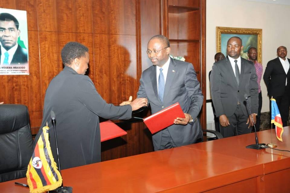 Firma del comunicado conjunto con Uganda y rueda de prensa