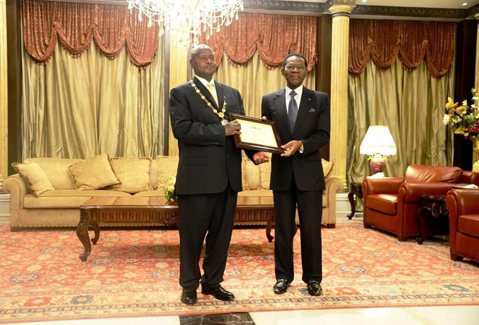 Condecoración para el Presidente Museveni