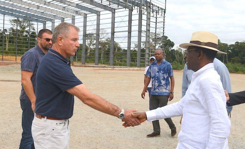 Visitas de inspección de la pareja presidencial en Mongomeyen y Djibloho