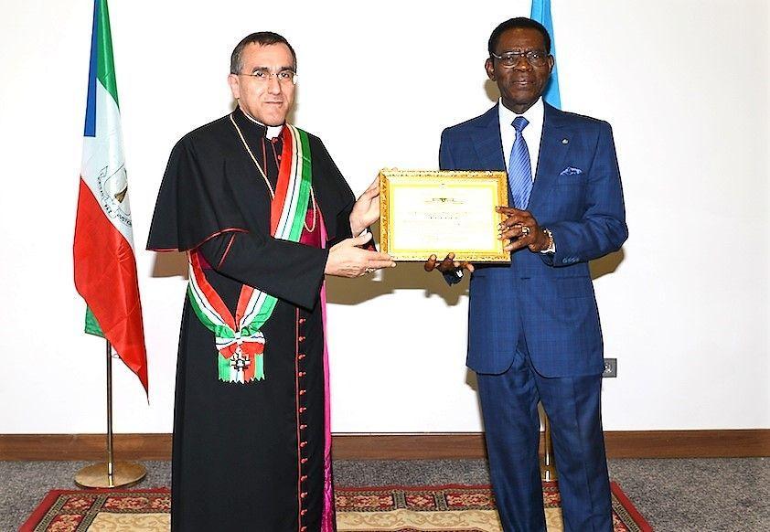 Importante reconocimiento al Nuncio del Papa por su trabajo en Guinea Ecuatorial