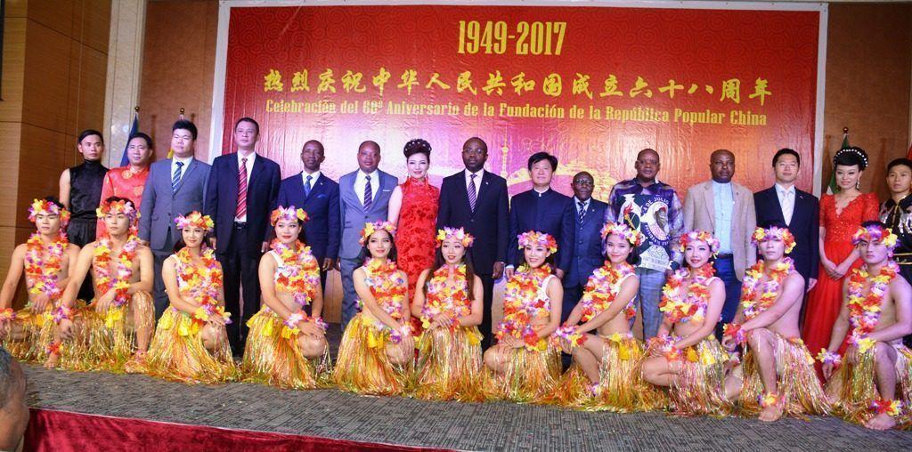 Así fue la espléndida fiesta del 68º aniversario de la fundación de la República Popular China