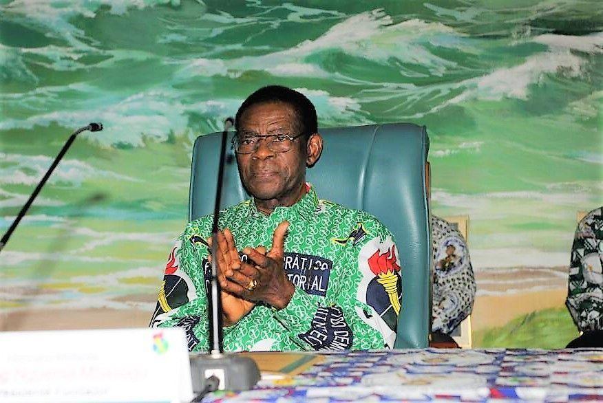 El Presidente Fundador dirige la reunión del Consejo Nacional del PDGE