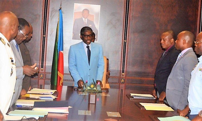 El Vicepresidente dirige la reunión del consejo directivo en el Departamento de Defensa Nacional