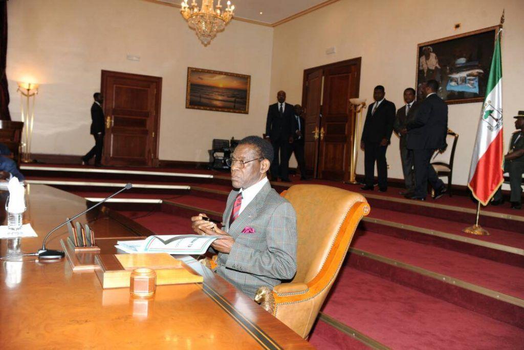 El Jefe de Estado preside el Consejo de Ministros
