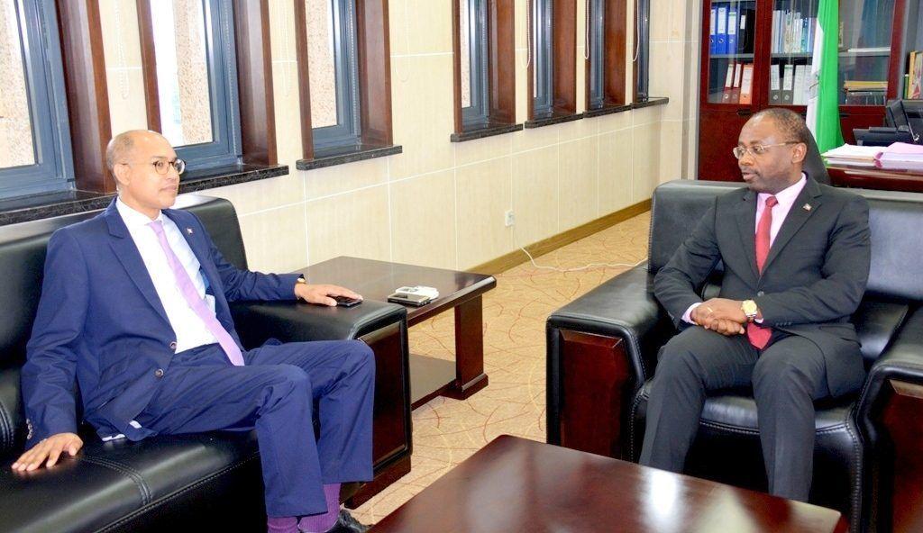 Reunión de Agapito Mba Mokuy con el embajador francés