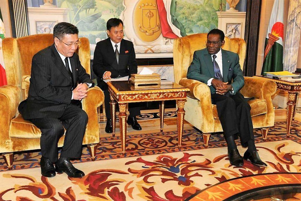 El Presidente recibe al Embajador de la República Popular Democrática de Corea