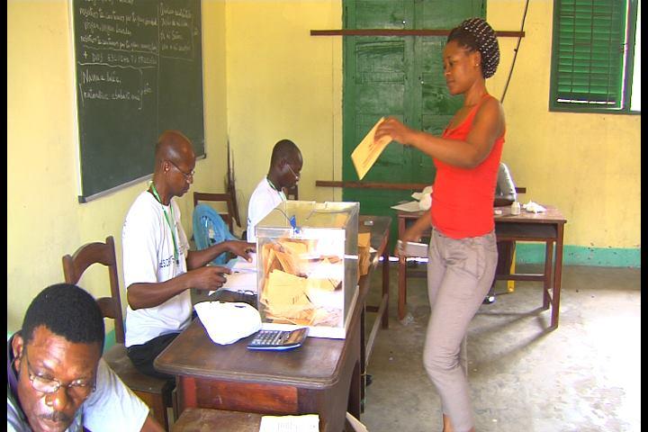 El pueblo de Guinea Ecuatorial vota con normalidad