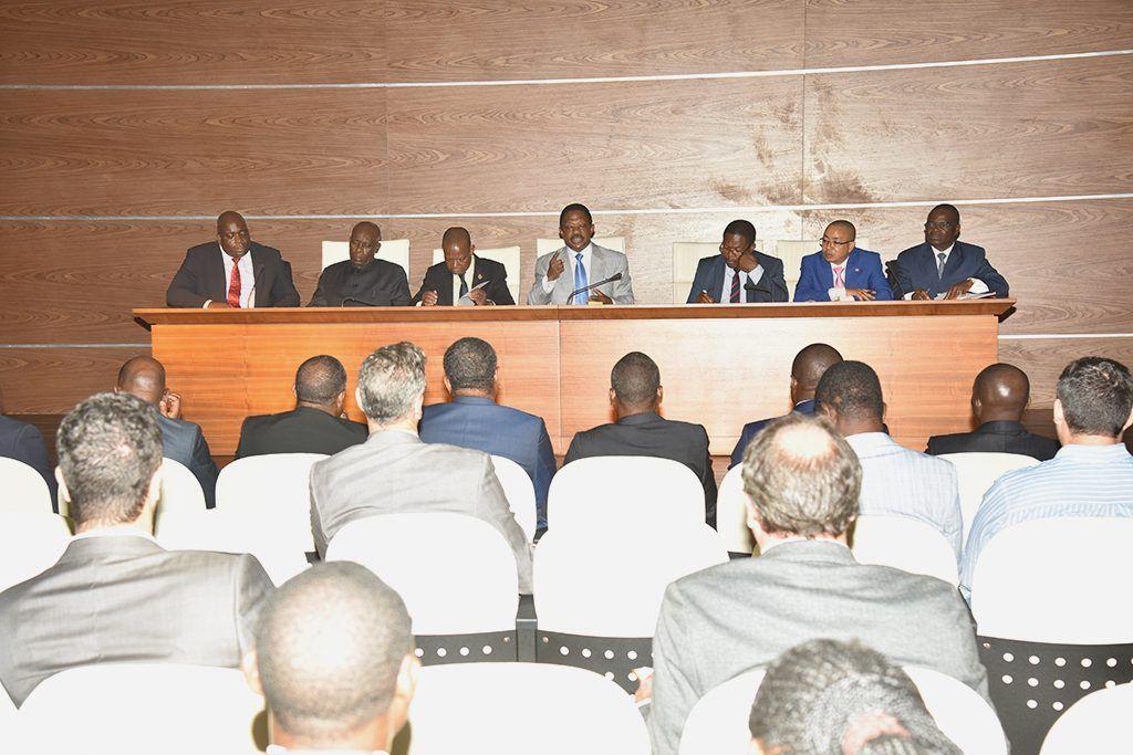 Reunión del Primer Ministro con empresarios de la Región Continental