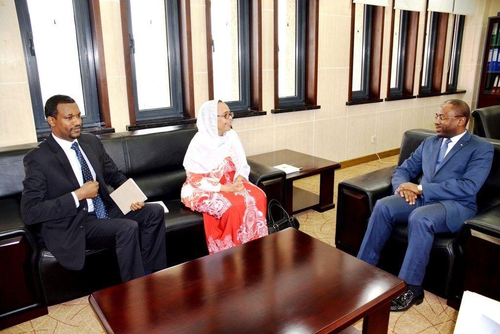 Los embajadores de Etiopía y Egipto se reúnen con el Ministro de Exteriores