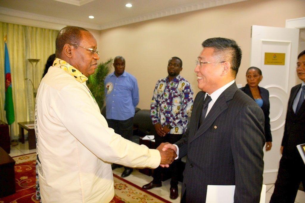 Recepción de Osa Osa con el Embajador de la República Popular Democrática de Corea