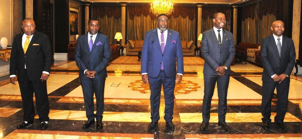 Jura de cargos de algunos miembros del Gobierno y tres nuevos embajadores para países africanos