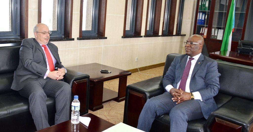 Reunión entre el Ministro de Exteriores y el Embajador español sobre cooperación bilateral
