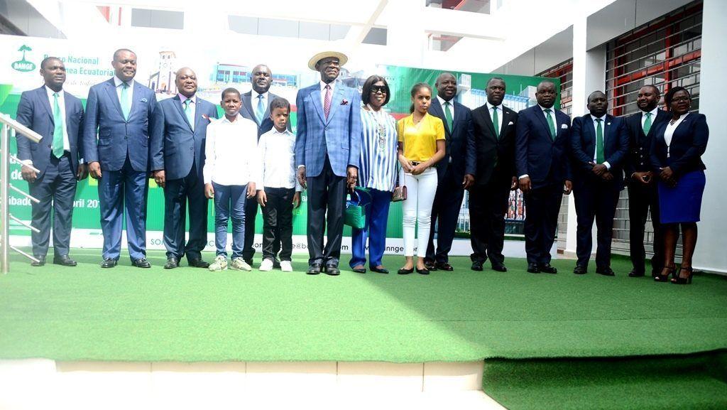 La pareja presidencial inaugura la agencia del BANGE de Baney