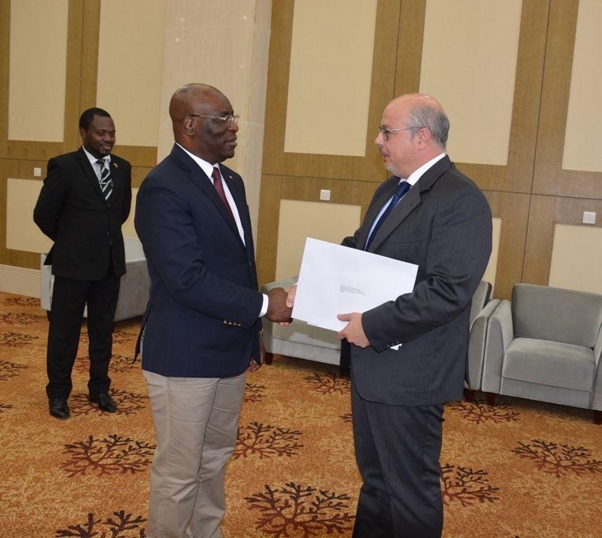 Audiencia del Ministro de Exteriores con el Embajador de España