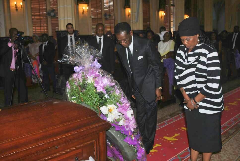 La pareja presidencial asiste al funeral de Monseñor Anacleto Sima