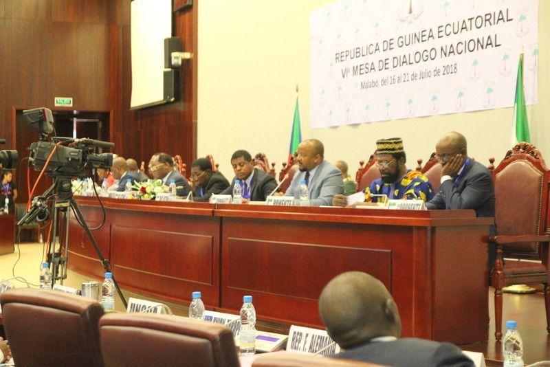 Debate sobre la ponencia 'Seguridad Interior y Cohesión Social' en la VI Mesa del Diálogo Nacional