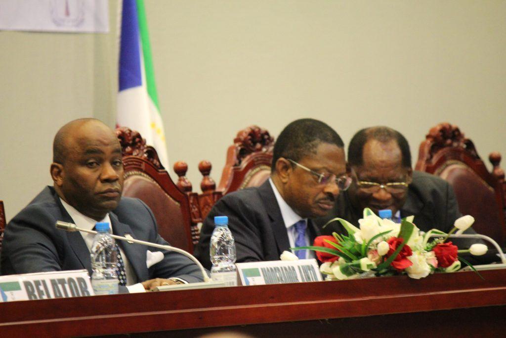 La Mesa del Diálogo termina los debates sobre Educación y Economía