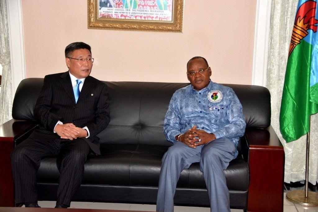 Audiencia del Secretario General del PDGE con el  Embajador de la República Popular Democrática de Corea