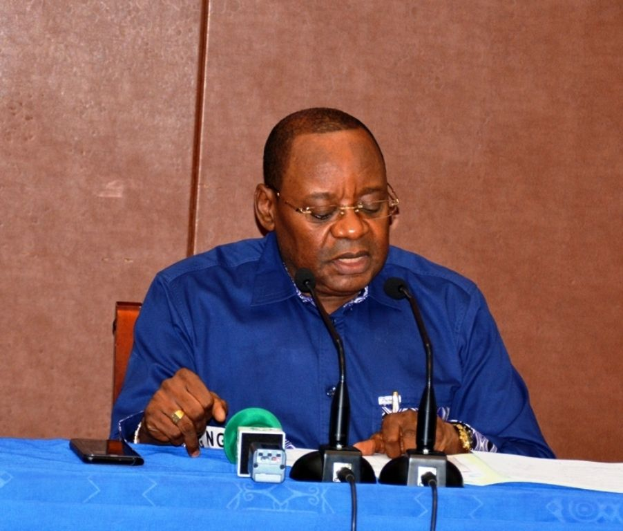 El Secretario General del PDGE distribuye el plan de movilización para el desfile del 12 de Octubre