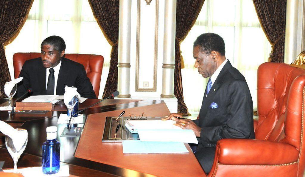 El Jefe de Estado preside la sesión del Consejo de Ministros