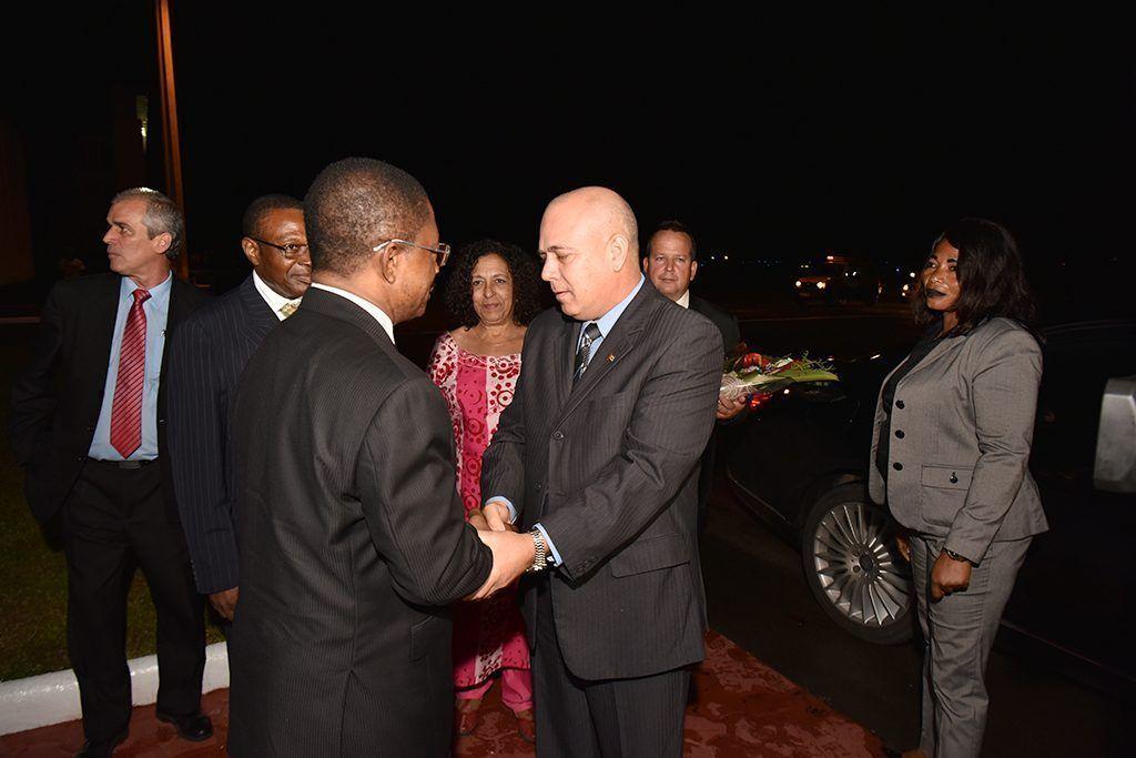 El Primer Ministro recibe a las delegaciones de China y Cuba que asistirán a los actos del 50º Aniversario