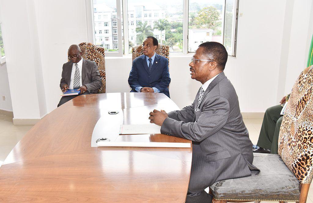 Ronda de visitas del Primer Ministro por los Ministerios de Asuntos Sociales, Comercio y Pesca