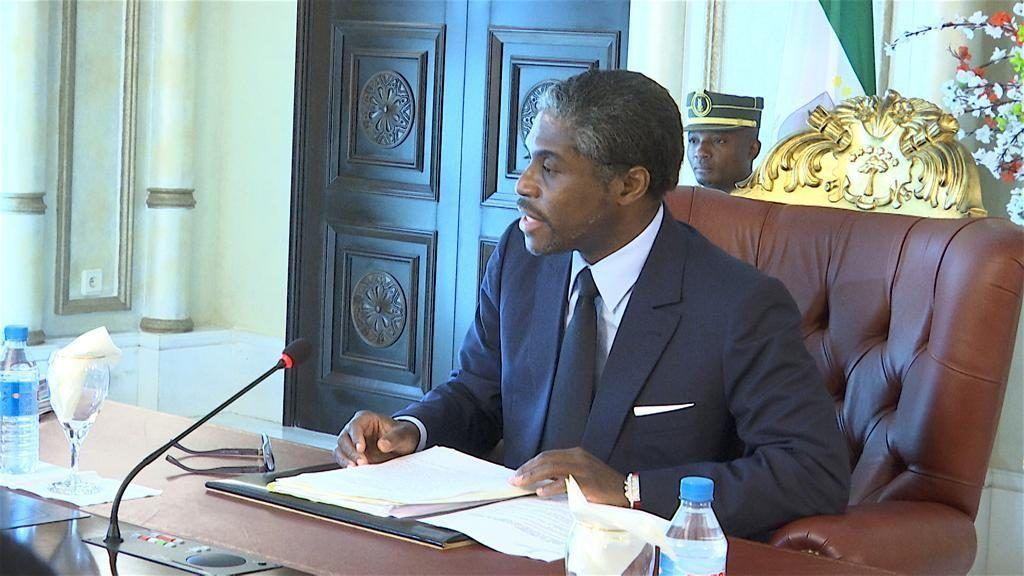 El Vicepresidente preside el Consejo de Ministros, en ausencia del Jefe de Estado