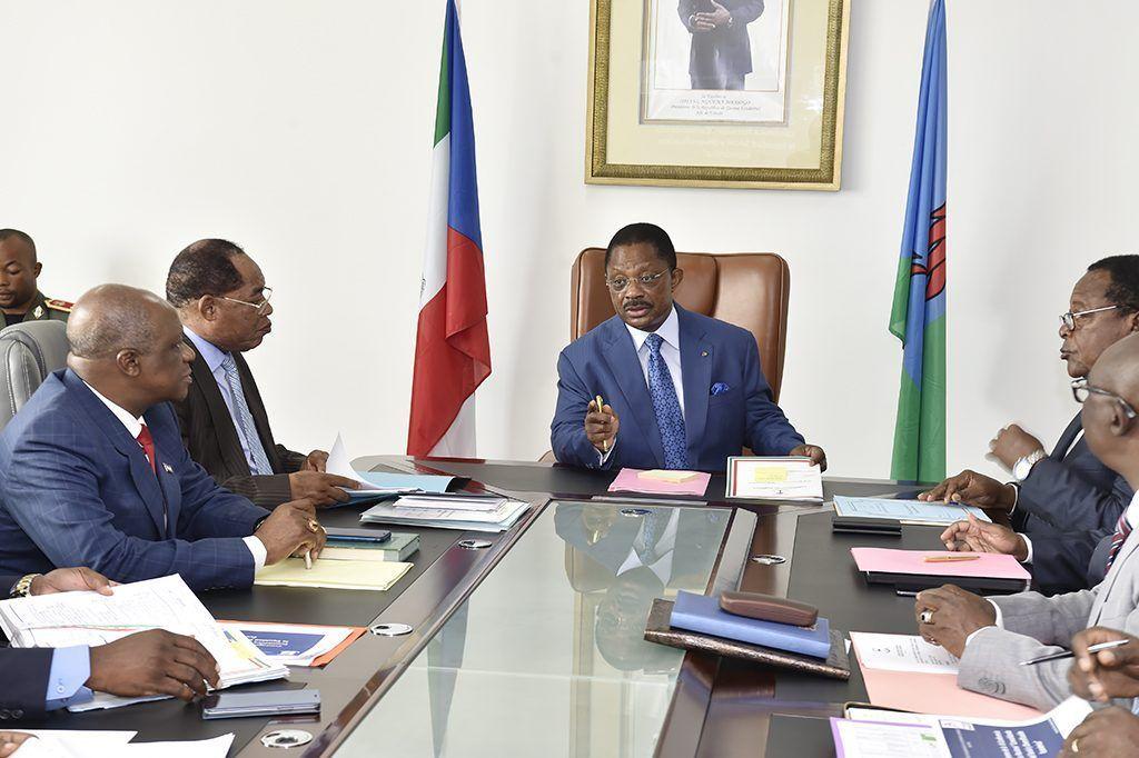 El Primer Ministro dirige la sesión del Comité Organizador de la III Conferencia Económica Nacional