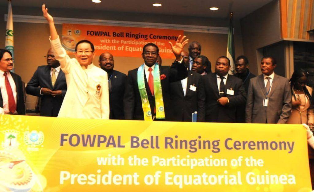 El Presidente recibe el reconocimiento de honor de FOWPAL por su contribución a la Paz mundial
