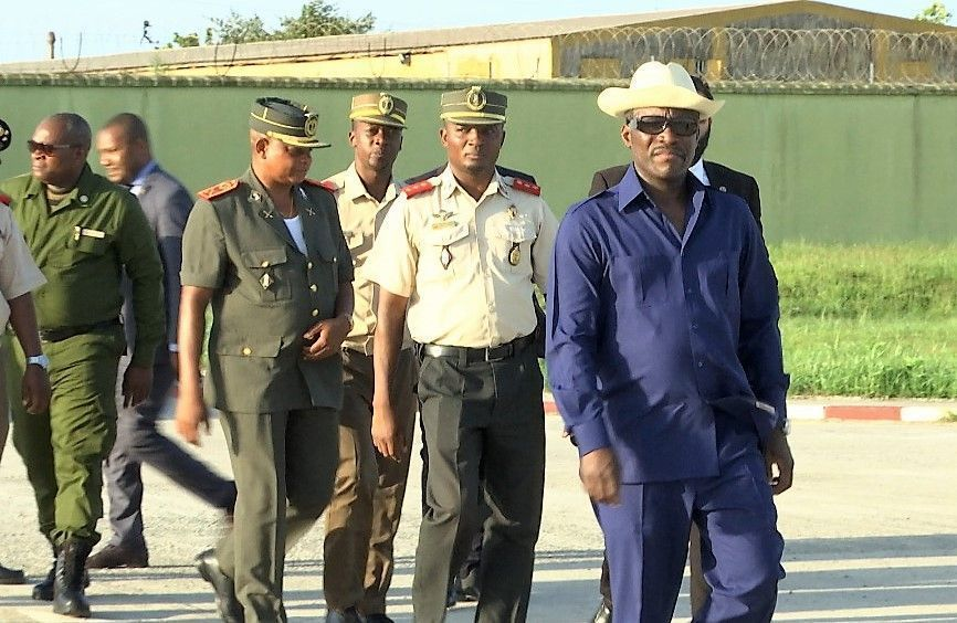 El Vicepresidente visita la Academia Militar de Ekuku-Bata