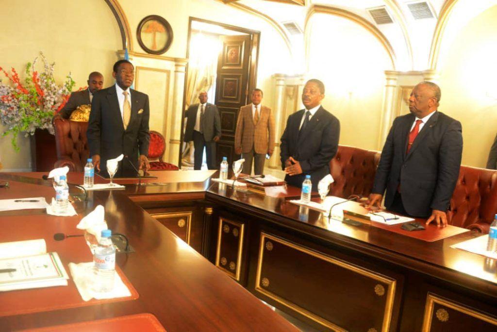 Sesión extraordinaria del Consejo de Ministros presidida por el Jefe de Estado