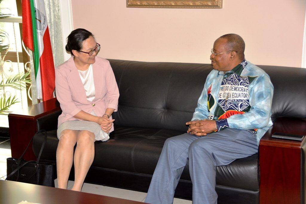 El Secretario General del PDGE recibe a la embajadora de China